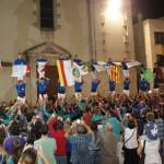 Pilars simultànis amb les banderes de les poblacions dels castellers